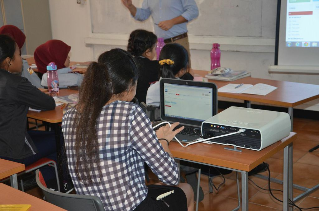 Knowledge Platform Learning Management System for in-class blended learning
